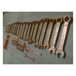 Искробезопасный инструмент, башмаки, искрогасители
